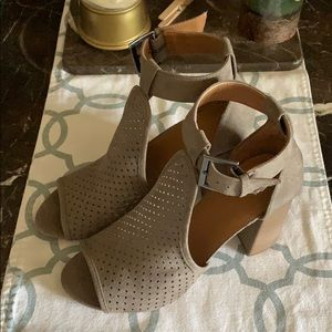 NWT Dresses up sandals
